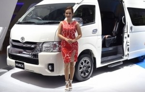 Mobil Pengantin Toyota Luncurkan New Hiace Luxury & New Toyota Dyna