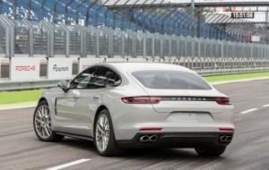 Mobil Pengantin Sedan Porsche Panamera 'Kawin Silang' Akhirnya Masuk Indonesia