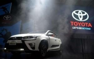 Mobil Pengantin Perjalanan Toyota Yaris di Indonesia