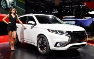Mobil Pengantin Outlander Sport Facelift Siap Diluncurkan di Indonesia