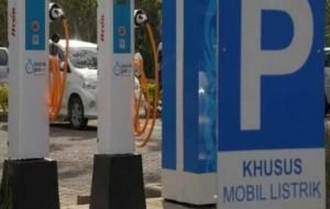 Mobil Pengantin Pusat Perbelanjaan Siap Bangun SPLU Mobil Listrik