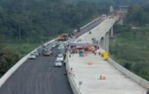 Mobil Pengantin H-7 Jalan Tol Fungsional Batang Hingga Gringsing Siap dipakai Pemudik