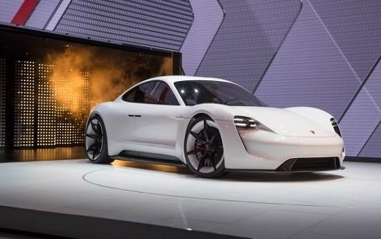 Sewa Mobil Listrik Sport Pertama Porsche Setara dengan 590 dk
