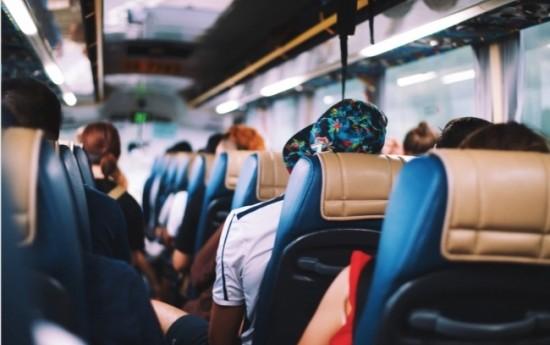 Sewa Fasilitas yang Perlu Diperhatikan Saat Menyewa Bus Pariwisata