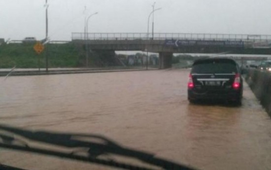Sewa Tips Agar Klaim Kendaraan Korban Banjir Diterima Asuransi