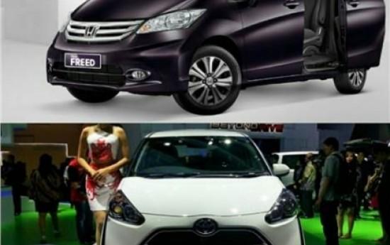 Sewa Perbandingan Toyota Sienta Melawan Honda Freed