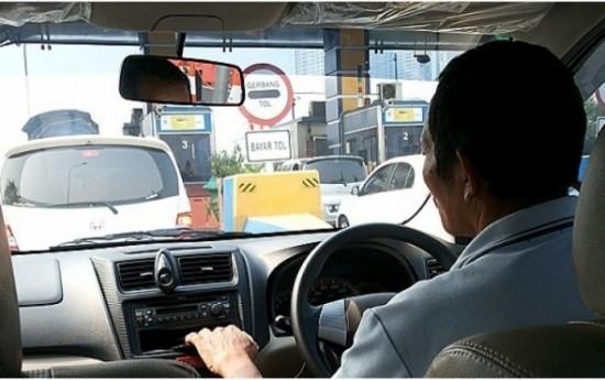 Sewa Permenhub No.32 Tahun 2016 - mengatur taksi online