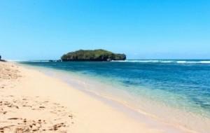 Mobil Pengantin Menikmati Pantai Pasir Putih Dengan Paket Wisata Yogya milik Sembodo