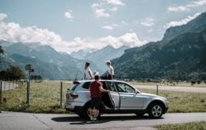 Mobil Pengantin Merencanakan Perjalanan Jauh? Pertimbangkan Sewa Bus Pariwisata
