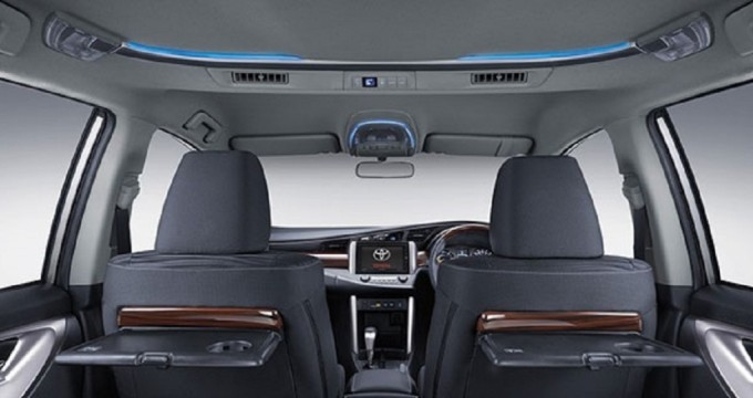 Sewa mobil online - Toyota Kijang Innova Venturer